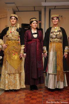 Νάουσα Greek Traditional Dress, Traditional Outfits, Greek Clothing, Western Outfits, Greek Costumes, Sari, Culture, Visit Greece, Wedding Dresses