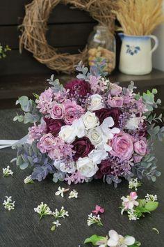 látková umělá kytice, svatební, fialová Floral Wreath, Wreaths, Decor, Decorating, Flower Crowns, Door Wreaths, Deco Mesh Wreaths, Inredning, Interior Decorating