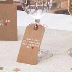 """Met deze """"Thank You tags"""" laat je een liefdevolle boodschap achter voor jouw gasten tijdens jullie mooiste dag. De tags zijn gemaakt van kwalitatief hoogwaardig karton en voorzien van een koord. Hang ze om een wijnglas of bind ze om servetten.  De tags worden geleverd per 10 stuks, dit is de XL variant (we hebben ook kleinere!). De afmetingen van dit artikel zijn: 10 cm x 5 cm."""