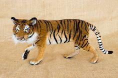 Kumal Tiger: Nadel Gefilzte Tier Skulptur von TheWoolenWagon