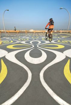 Image 14 of 21 from gallery of Tel Aviv Port Public Space Regeneration Project / Mayslits Kassif Architects. Photograph by Iwan Baan Urban Landscape, Landscape Design, Public Space Design, Public Spaces, Paving Pattern, Road Markings, Urban Architecture, Park Photos, Beautiful Sites