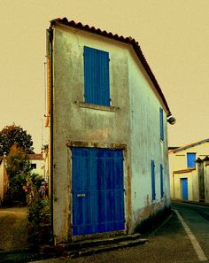 Europe - Skinny house in St Georges, Ile d'Oleron, France...perhaps I should also make a 'Blue' board.