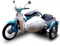 Honda with a sidecar. Been wanting one of these babies for a while and with a sidecar for the dog. Honda Scooters, Motos Honda, Honda Bikes, Motor Scooters, Honda Motorcycles, Vintage Motorcycles, Honda Cub, Engin, Motorcycle Design