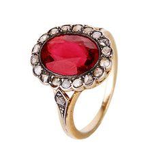 Sortija de turmalina rosa central orlada con diamantes. Oro con vistas en plata, turmalina talla oval ca. 2,90 cts y diamantes talla rosa ca. 0,20 cts. 4 gr