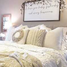 "891 Likes, 42 Comments - Jaci Hodge (@shabbydesertnest) on Instagram: ""Sunday's are for breakfast in bed... ☀️#sundayhomeinspo #letsstayinbed #bedroom #farmhouse…"""