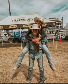 Country Girl Pictures, Cute Country Girl, Cute Country Outfits, Bff Pictures, Western Photo, Western Girl, Cute Photo Poses, Country Best Friends, Rodeo Life
