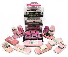 LEONARDO SAGÁSTEGUI (Lima) Dueño de una singular colección de autos rosados de diversas épocas, pero principalmete de los años 50 y 60s