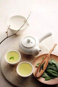Best green tea brands use quality tea leaves and produce the healthiest green tea for your well-being and joyful moments. Matcha, Tee Kunst, Local Milk, Green Tea Benefits, Tea Culture, Tea Brands, Chinese Tea, Best Tea, Tea Art