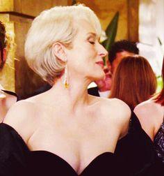 "Meryl Streep in ""The Devil wears Prada"" Miranda Priestly, Merly Streep, Perfect Movie, Devil Wears Prada, Beautiful People, Beautiful Women, Celebrity Portraits, Dark Hair, White Hair"
