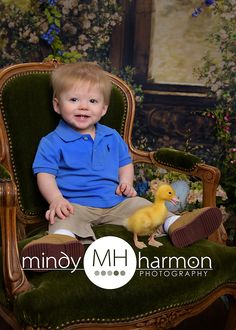 Quack Quack! Easter is almost here!! Book your 15 minute quick take session with LIVE ducks on our sweet Easter set on March 31st, April 3rd and April 4th. Give us a call at 281-296-2067 or book online at www.mindyharmon.com/! #ducks #easter #quackquack #mindyharmonphotography