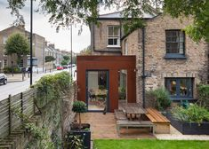 The Architectural firm HUT uses pre-rusted steel for an extension to a House in London Fields, in the London Borough of Hackney. Steel Cladding, Steel Siding, Glass Extension, Rear Extension, Extension Ideas, London Architecture, Architecture Details, Victorian Terrace, Victorian Homes