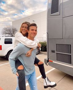 NEW PODCAST! Part 2 of relationship goals but this time with our spouses! it was such a fun conversation, but definitely got real. Sadie Robertson, Robertson Family, Godly Relationship, Real Relationships, Cute Couples Goals, Couple Goals, Duck Dynasty Sadie, Stupid Love, Love Is Patient