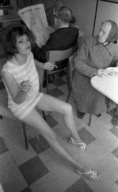 Bildergebnis für tracey emin my photo album Dan Flavin, Artist Workspace, English Artists, British Artists, Tracey Emin, My Photo Album, Jasper Johns, Great Women, Land Art