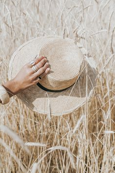 Revolve in The Hamptons I (Collage Vintage) Photography Poses Women, Creative Photography, Portrait Photography, Nature Photography, Fields Of Gold, Wheat Fields, Collage Vintage, Beige Aesthetic, Jolie Photo