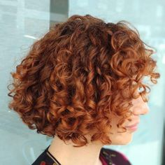 50 Sexy and Sassy Short Wavy Hairstyles - Hair Adviser - Best Haircuts and Hairstyles for Women in 2019 Wavy Layered Haircuts, Short Wavy Bob, Short Curly Haircuts, Wavy Bobs, Short Hair With Bangs, Curly Hair Cuts, Hairstyles With Bangs, Short Hair Cuts, Curly Hair Styles