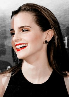 ❤️Emma Watson has fundamentally Perfect Female Facial Bone structure. Most beautiful caucasian woman ever. Emma Watson Beautiful, Emma Watson Style, Emma Watson Sexiest, My Emma, Fangirl, Woman Smile, Hermione, Mannequins, Most Beautiful Women