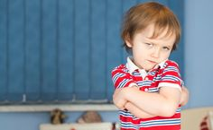 """Mijn zoon kwam van de week boos thuis. """"Pieter praat er de hele tijd door heen!!"""", riep hij boos. """"De juf is iets aan het vertellen, en hij blijft er gewoon doorheen praten! En als hij stopt, dan is het wel iemand anders die er doorheen praat!"""". Hij was zichtbaar geëmotioneerd en ging sneller ademhalen. """"De juf zegt er wel iets van, maar hij luistert gewoon niet. Daarna zegt de juf niets meer!"""". Ik laat hem even goed uitrazen."""