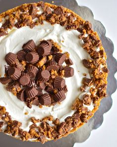 Deep Dish Peanut Butter Pie with Chocolate Covered Pretzel Crust.  YES.  {via Yammie's Noshery}