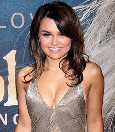 An exclusive interview with theater actress Samantha Barks as she makes her film debut as Eponine in Les Miserables. Les Miserables, Perfect Woman, Famous Faces, Beautiful Celebrities, Role Models, Amazing Women, Style Icons, My Hair, Off The Shoulder