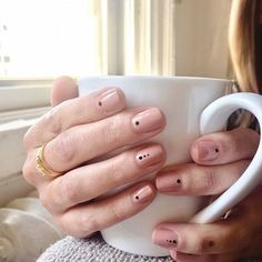 39 Stunning Minimalist Nail Art for Everyday Style /. - -Gorgeous 39 Stunning Minimalist Nail Art for Everyday Style /. - - Branco e preto 41 of thе most incredible nаіlѕ yоu'vе ever wіtnеѕѕеd page- 35 Dot Nail Designs, Nails Design, Simple Nail Art Designs, Nagel Hacks, Dot Nail Art, Minimalist Nails, Minimalist Art, Neutral Nails, Neutral Colors