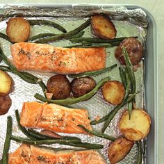 A completesheet pan dinnerthat feeds 4 peoplein just 40 minutes?It doesn't get much better than thisfuss-free dinner prep method....