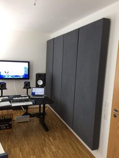 Absorber selbst bauen [DIY Anleitung] Home Recording Studio Setup, Home Studio Setup, Music Studio Room, Home Studio Musik, Studio Soundproofing, Acoustic Wall Panels, Sound Room, Room Acoustics, Drum Room