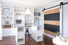 Sliding-door-adds-color-and-pattern-to-the-contemporary-home-office