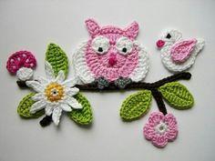 Crocheted pink pansies in box frame wall art Owl Crochet Patterns, Crochet Blocks, Applique Patterns, Crochet Motif, Crochet Doilies, Crochet Flowers, Crochet Stitches, Knitting Patterns, Crochet Wallet