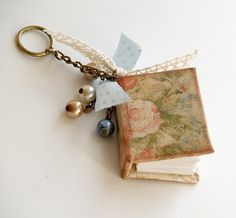 These mini books are adorable and handmade. Original instruction in Russian (I think) but translates well in pictures.