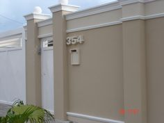 New house facade design stones living rooms ideas Front Wall Design, House Fence Design, Door Gate Design, Bungalow House Design, Facade Design, Concrete Fence Wall, Boundry Wall, Compound Wall Design, Stucco Colors