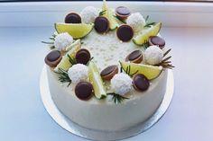 #торт #тортнаденьрождения #тортмаме #тортдлямамы Cake Packaging, New Cake, Dessert Decoration, Just Cakes, Cake Decorating Techniques, Bakery Recipes, Breakfast Cake, Drip Cakes, Cake Shop