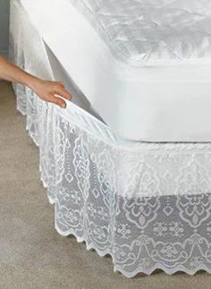 Fika a Dika - Por um Mundo Melhor: Saia Para Cama Box pictures & prices of lace bed skirts This delicate scalloped lace bedskirt has a fully elasticized top that attaches and removes easily without lifting your mattress. Diy Recycling, Lace Bedding, Lace Curtains, Diy Casa, Diy Home Decor, Upholstery, Bedroom Decor, Shabby Bedroom, Shabby Chic Pillows
