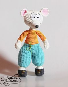 EN: Crochet Patterns for cat & mouse. Amigurumi pattern for cat and mouse. DIY crochet cat pattern and crochet mouse pattern. Yarn: cotton sport 2 Hook: 2,5 mm Skill level: beginner Toys: 25 cm tall Make your own crochet Olga, the corporate cat. The pattern includes lots of