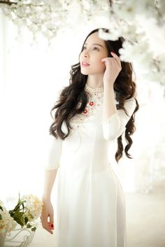 Silk Tunic, Ao Dai, Traditional Dresses, Hue, Asian Girl, White Dress, Flower Girl Dresses, Feminine, Wedding Dresses