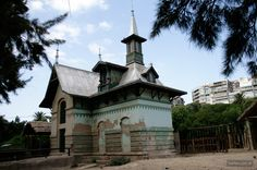 The monumental pavilions of the porteño zoo |  Bartes