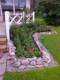 Erään pihan muodonmuutos - Salainen puutarha - Vuodatus.net Diy Garden Projects, Eco Garden, Landscaping With Rocks, Patio Flowers, School Garden, Patio Garden, Garden Stones, Garden Planning, Garden Projects
