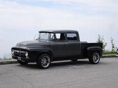 Custom 3-door crew cab 1956 ford.