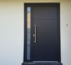 Zwarte aluminium voordeur