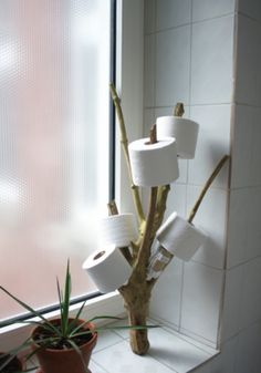 Tipps & Tricks für kleine Badezimmer It continues - with a tour of the small rooms. The bathroom is naturally small. To be honest, I personally don't find this disturbing, but all bathing oasis fa Interior Design Your Home, Tree Interior, Funny Toilet Paper Holder, Toilet Roll Holder, Unique Toilet Paper Holder, Rama Seca, Diy Casa, Creation Deco, Diy Furniture