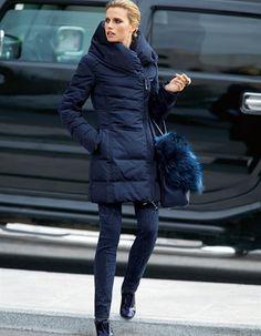 Eine Lieblingsjacke für den kommenden Winter – die hochwertige Daunenjacke in trendigem Nachtblau!