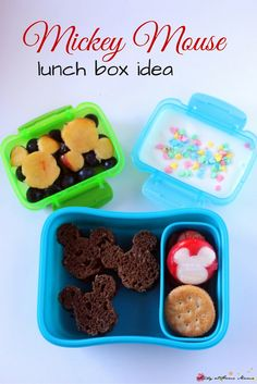 Easy healthy Mickey Mouse lunch box idea - simple touches to make a fun Disney bento box your kid will love. Part of a weekly series on easy lunch box ideas Easy Lunch Boxes, Snack Box, Lunch Ideas, Healthy Family Dinners, Kids Meals, Family Recipes, Yummy Snacks, Yummy Food, School Snacks