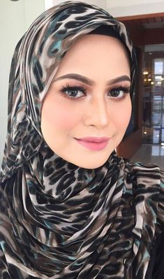 Beautiful Hijab, Beautiful Women, Hijab Fashion, Women's Fashion, Hijab Niqab, Girl Hijab, Muslim Girls, Traditional Fashion, Hair Beauty