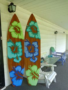 This can be done in other colors as well. Message with your request to see if it can be done. This is for one 72 inch (6 foot) hand painted stained brown with Lime, Teal and Blue large Hibiscus flowers longboard surfboard. It can be used as an art wall ha