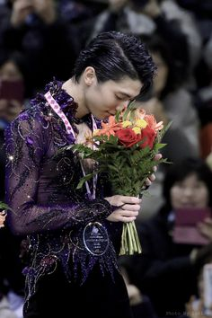 """Enjoying the moment. He looked at the flowers 💐 with such a soft and warm smile 😊 Sendai, Miyagi, Figure Skating Olympics, Yuzuru Hanyu, Skate Canada, Japanese Figure Skater, Ice Show, Edit My Photo, Shadowhunters The Mortal Instruments"