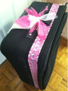 have boring black luggage? use colorful duct tape to make it easier to identify on the luggage carousel! via snapdragon crafts