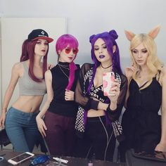 KDA, from League of Legends. League Of Legends, Cool Costumes, Cosplay Costumes, Liga Legend, Divas, Best Cosplay, Anime Cosplay, Lol, Dressy Casual Outfits