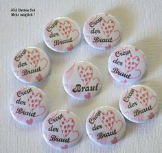 **9er Set Button Herzen Button´s für Hochzeit, JGA. Text: Crew der Braut sowie Braut**  8 x Button 25mm Crew der Braut plus 1 x Button Braut In diesem Set sind ALLE Button´s 25mm  Mehr...
