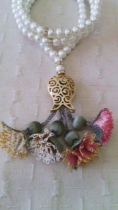 .igne oyasi Ribbon Work, Silk Ribbon, Ribbon Embroidery, Embroidery Kits, Bead Crochet, Crochet Necklace, Needle Lace, Baby Knitting Patterns, Flower Making