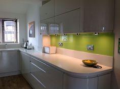 Glass Splashback And Corian Worktops Small White Kitchens, Gray And White Kitchen, Green Kitchen, New Kitchen, Kitchen Ideas, Modern Kitchen Cabinets, Glass Kitchen, Kitchen Cabinet Design, Kitchen Interior