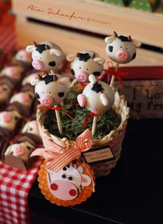 Cow cake pops. This whole party theme and execution is spectacular. Props to little Eric's mom... so